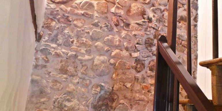 Casa friulana con muri in pietra recentemente ristrutturata