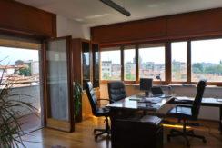 Elegante ufficio arredatodi rappresentanza