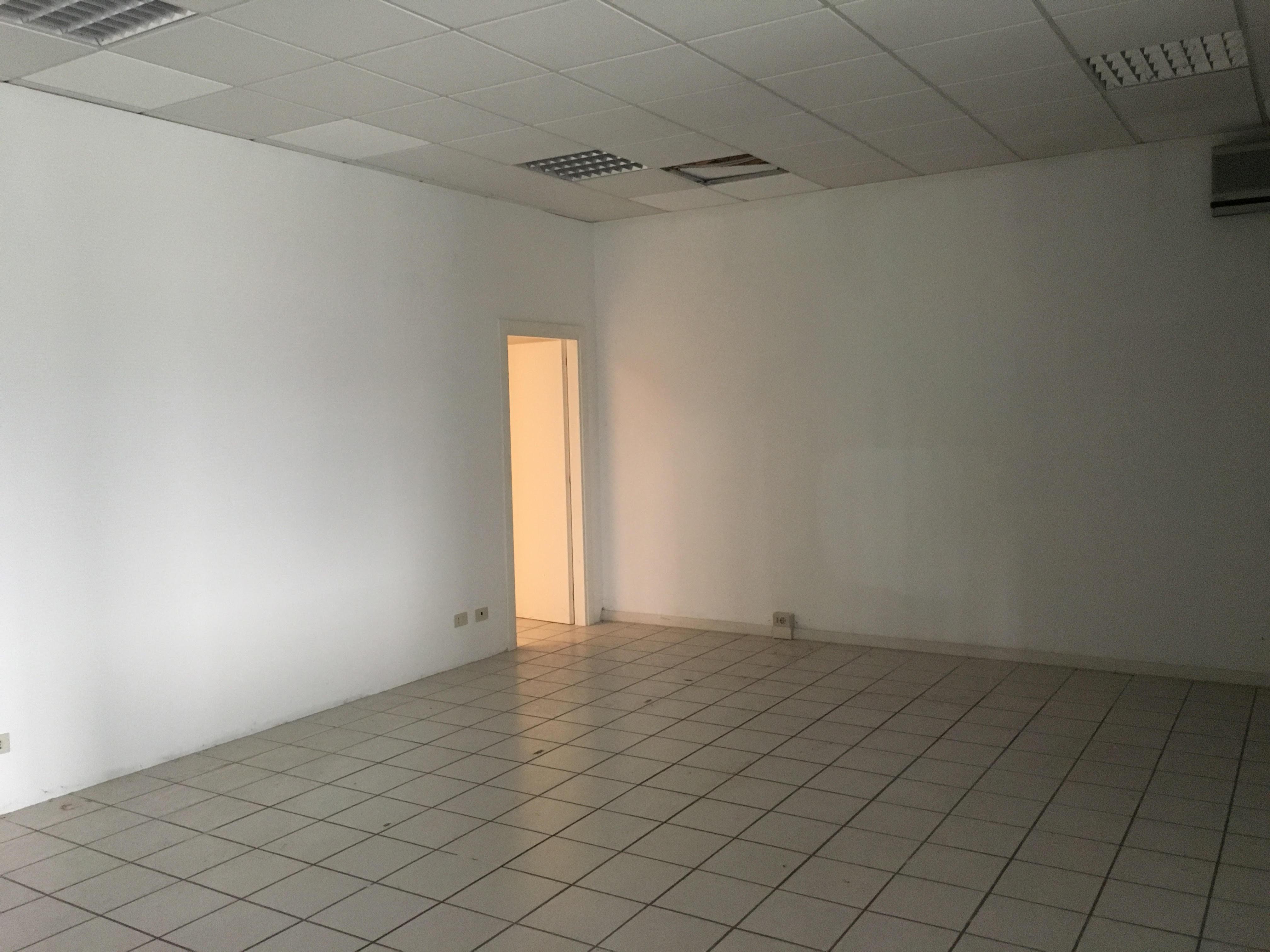 Piante Ufficio Open Space : Ampio ufficio open space a udine nord 115 mq in pianta regolare