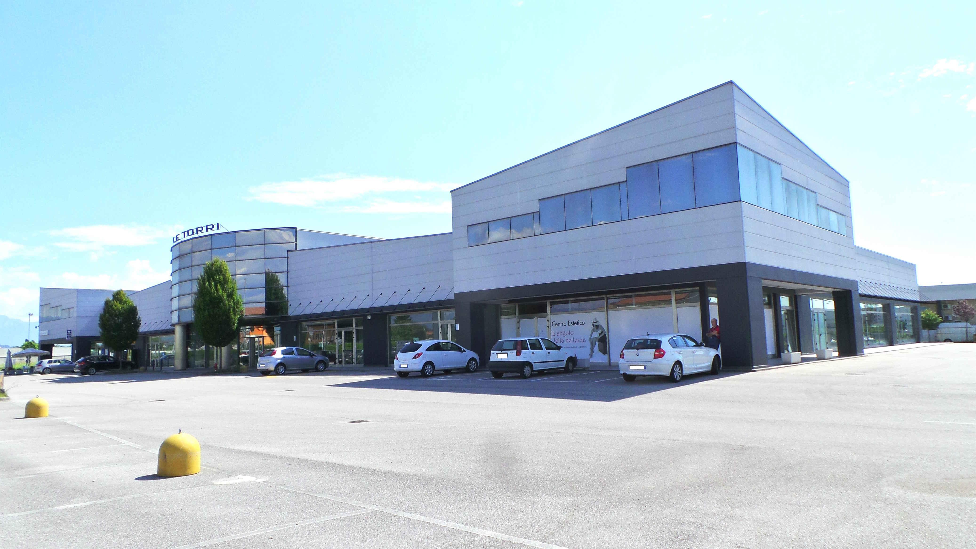Locale a uso uffici nuovo locale direzionale al primo for Affitto locale uso ufficio