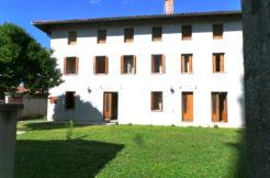 Casa tricamere biservizi con giardino da 300mq