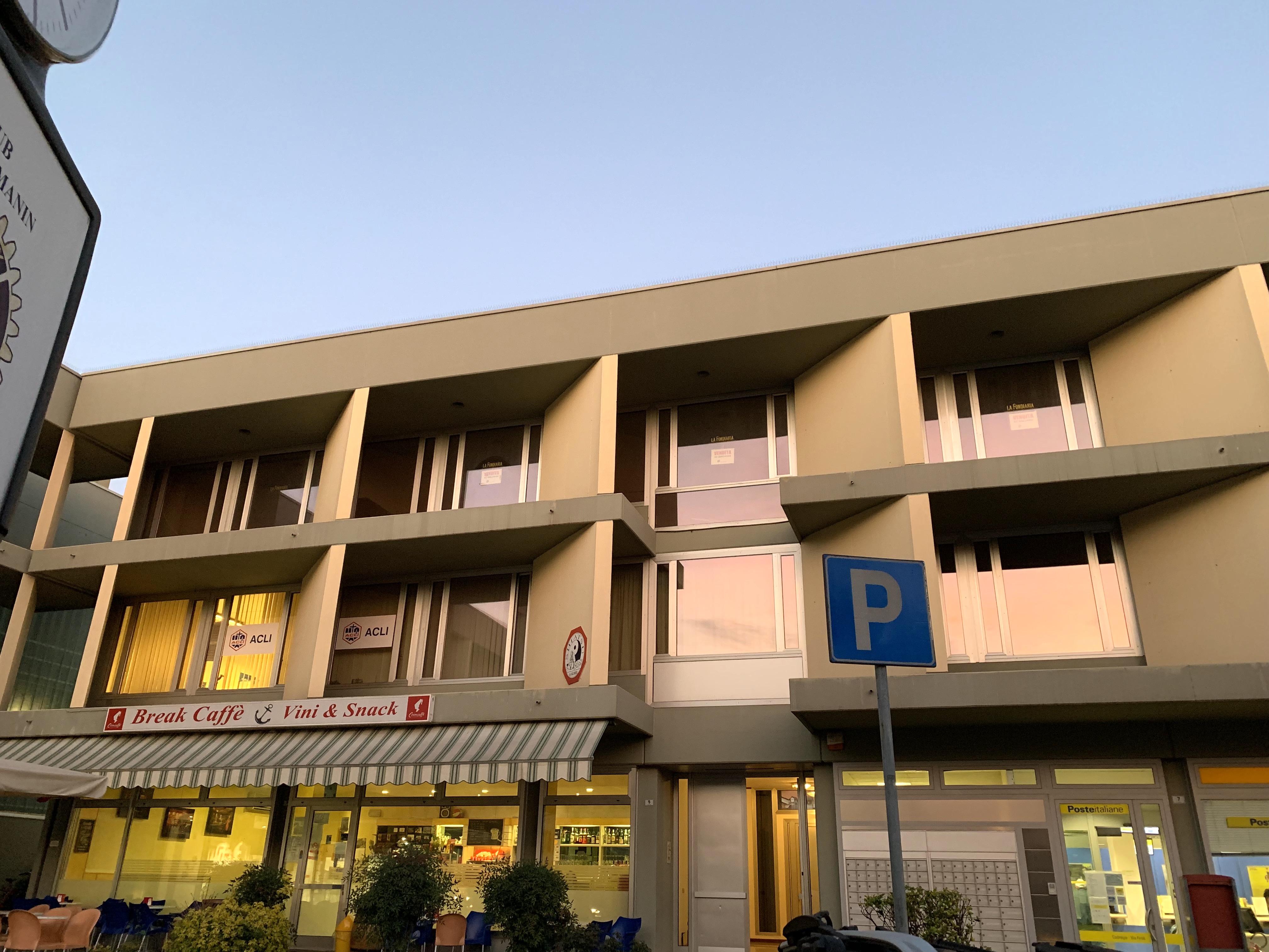 Luminosissimo ufficio di 140mq arredato – SI VALUTA OFFERTA entro il 31/10/20019