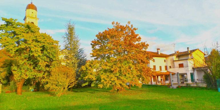 Villa tricamere con bellissimo giardino
