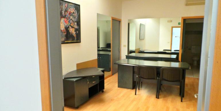 Ufficio arredato con pareti attrezzate