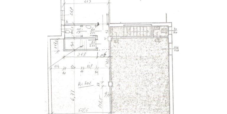 Negozio vetrinato con parcheggio e magazzino di 112mq