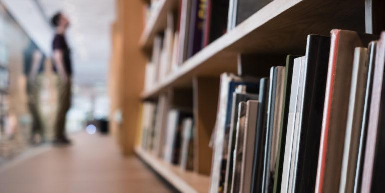 Cedesi avviata cartoleria libreria