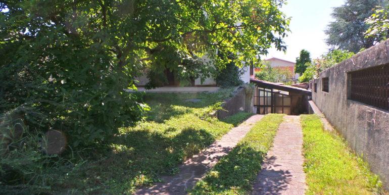 Appartamento in villa primo piano con giardino di pertinenza
