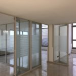 Ufficio con pareti attrezzate con 8 uffici