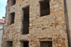 Rustico in pietra da ristrutturare