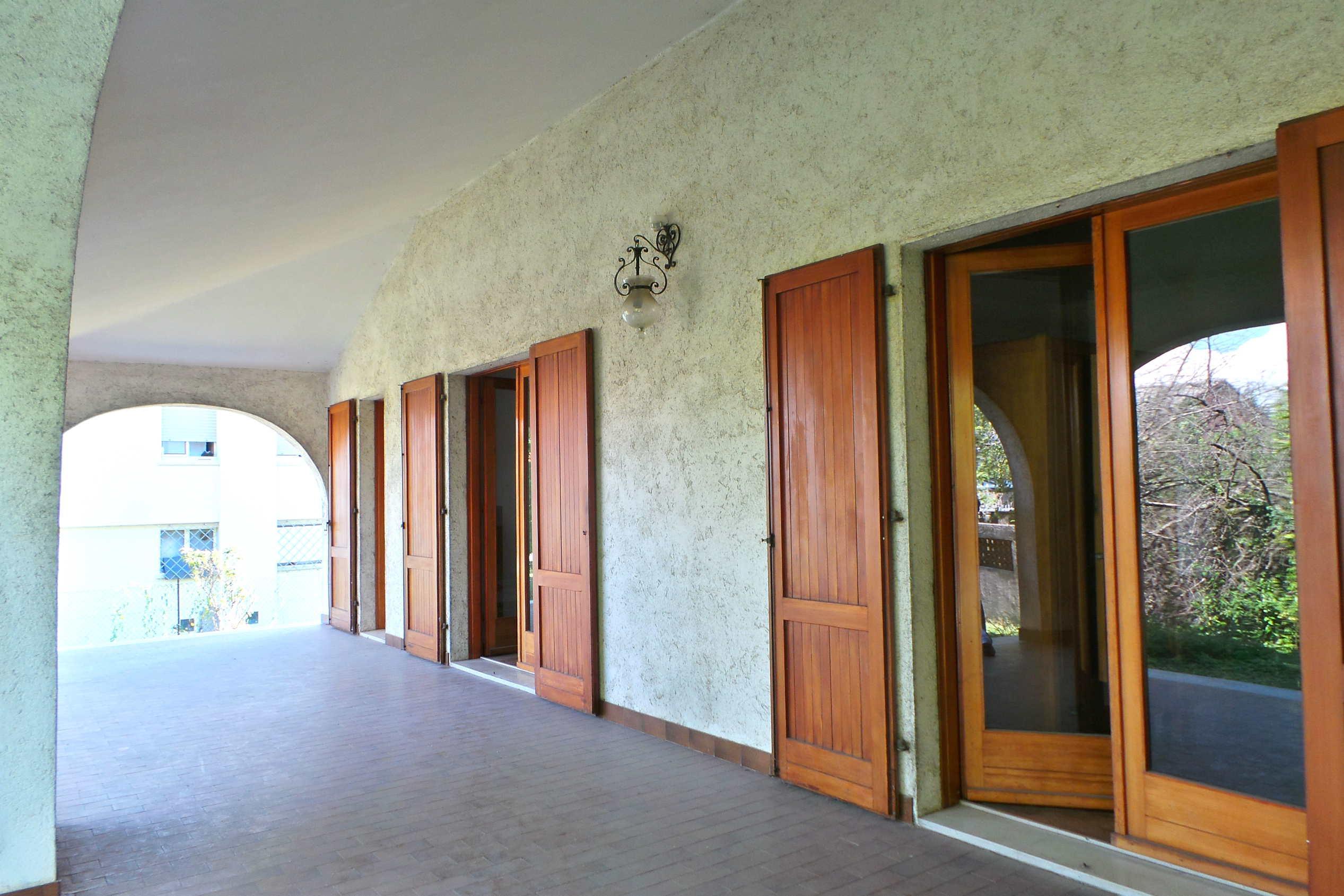 Appartamento in villa con porticato e giardino