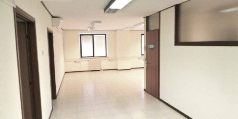 Ufficio con ampi spazi