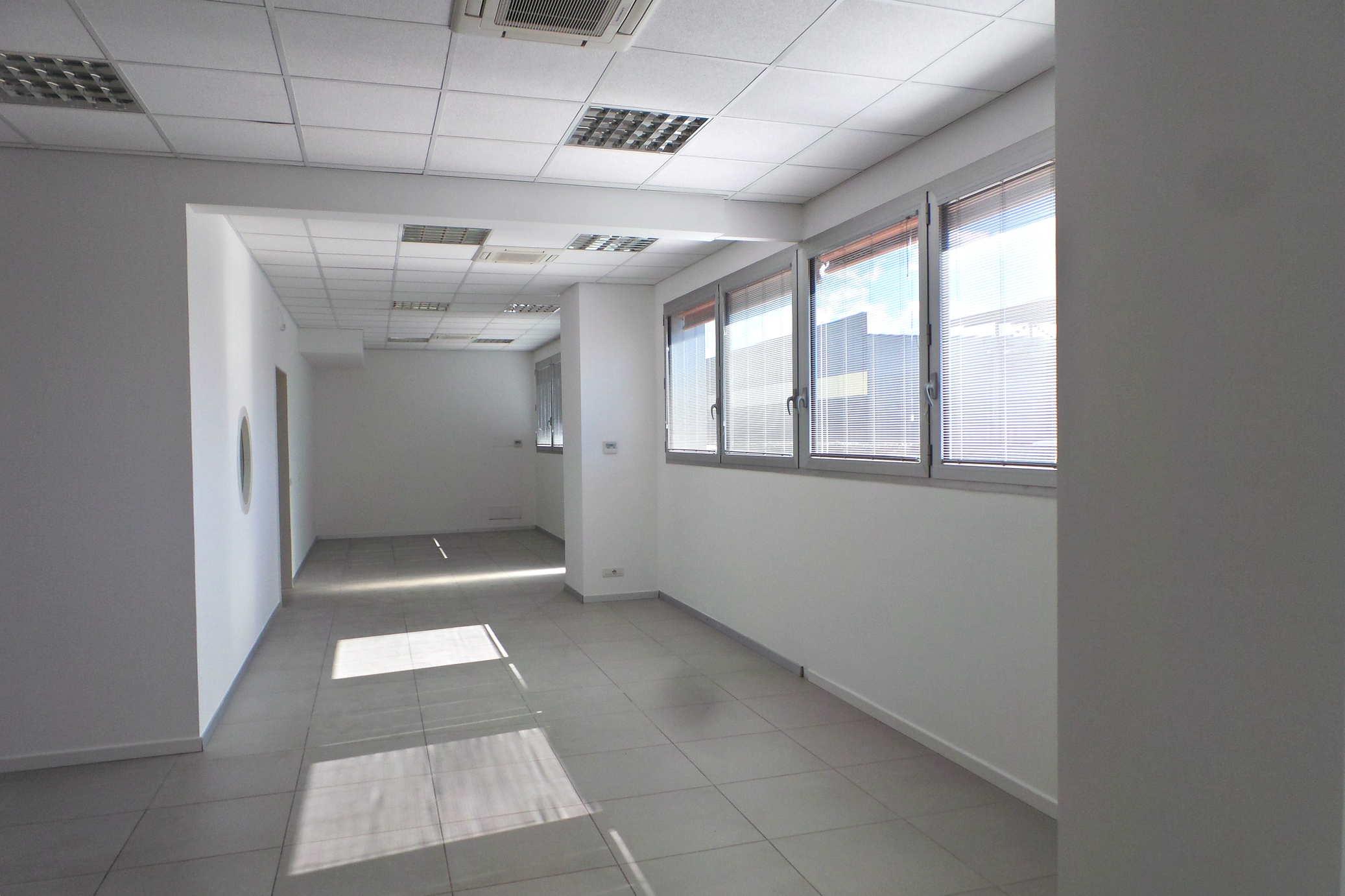 Ufficio pari al nuovo di 311mq e 8 posti auto